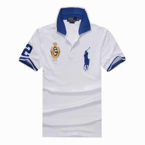 ddc92efa7e257f Ce costume comprend une robe en tricot stretch blanc avec une grande  applique à l épaule à paillettes dans le dos, des bandes bleues sequin à  l avant, ...